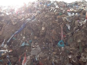 صورة من مكب النفايات الذي يحتج عليه السكان في قرية تيفريت